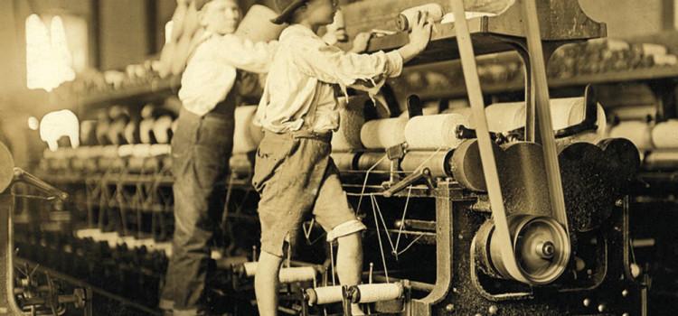 Lewis W Hine - Bambini al lavoro in un cotonificio (1908 circa)