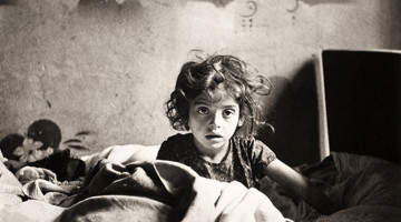 Roman Vishniac - Sara a letto (Varsavia; 1939)